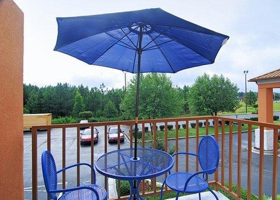 Quality Inn & Suites : patio
