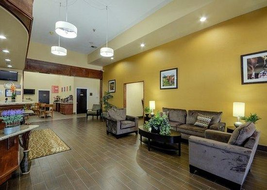 Quality Suites: Lobby