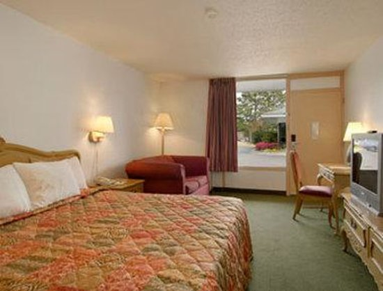 Days Inn Savannah -  Abercorn Southside: Standard King Bed Room