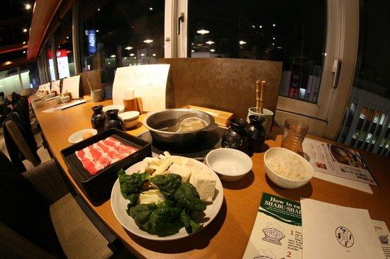 Nabezo Shinjuku 3 Chome: Before cooking the ingredients
