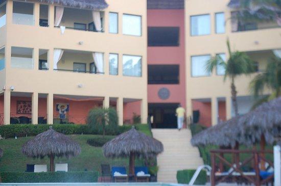 The Royal Suites Punta de Mita by Palladium: Hotel from beach