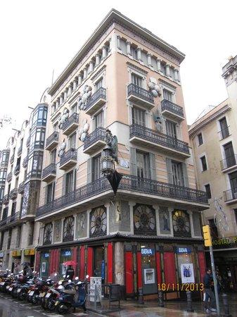 Las Ramblas : A building on La Rambla