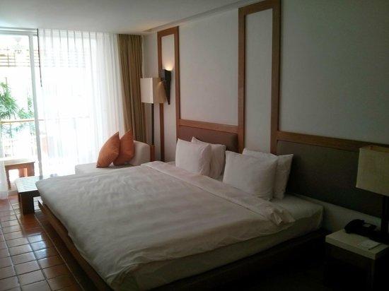 Nap Patong: Bed