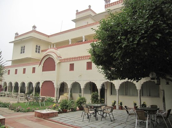 Mandawa Haveli Jaipur: Outdoor patio on ground floor