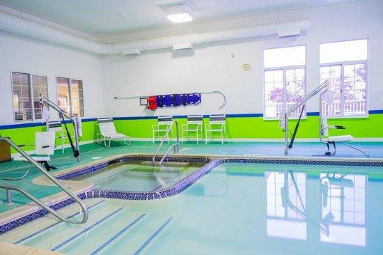 Holiday Inn Express Acme-Traverse City: Swimming Pool 2