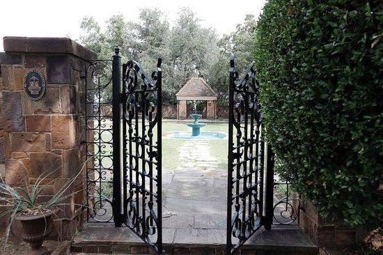Top O'Hill Terrace: Tea Garden Entrance