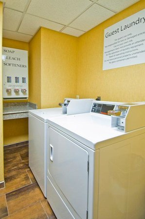 Holiday Inn Express Olive Branch: Laundry Facility