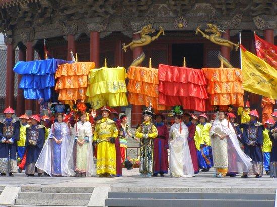 Shenyang Imperial Palace (Gu Gong): Красочное представление