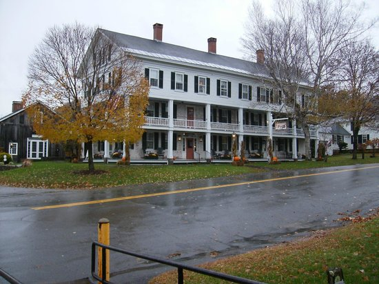 Grafton Inn : A rainy day, standing across the street from the Inn
