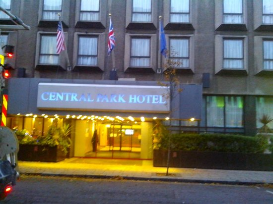 Central Park Hotel: Front View 2