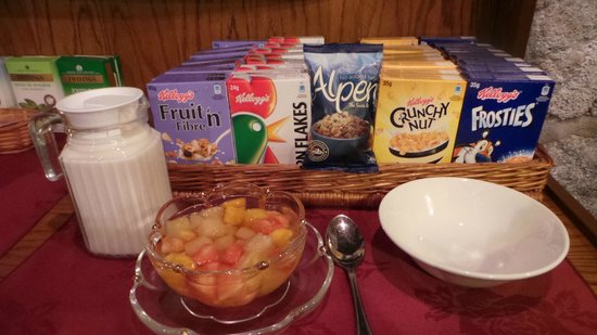 Foyers Bay Country House: Many kinds of cereal from breakfast