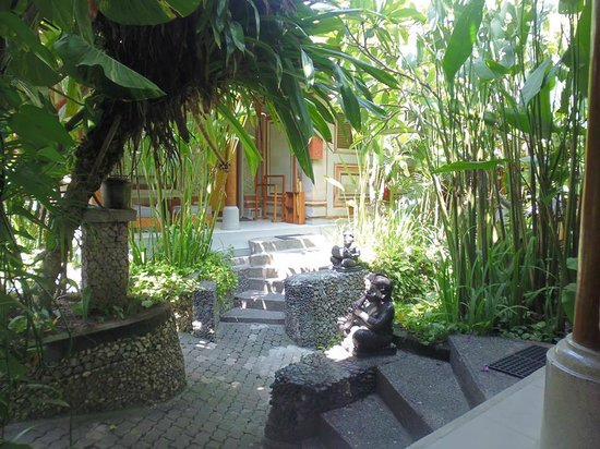 Kuta Seaview Boutique Resort & Spa: View from out bungalows front step