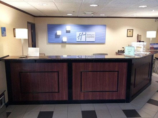 Holiday Inn Express Racine (I-94 @ Exit 333) : Front Desk