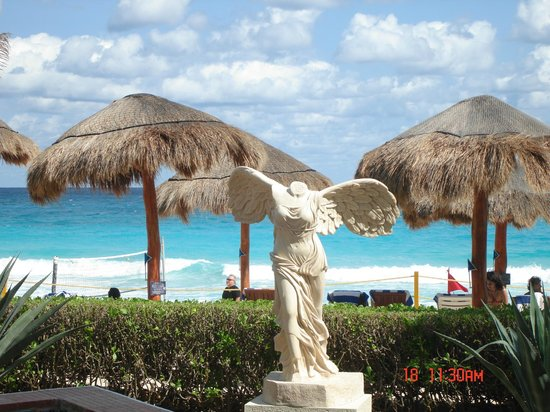 Club Regina Cancun: View from pool