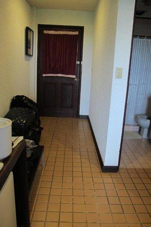 Cliffside Hotel Palau: entry