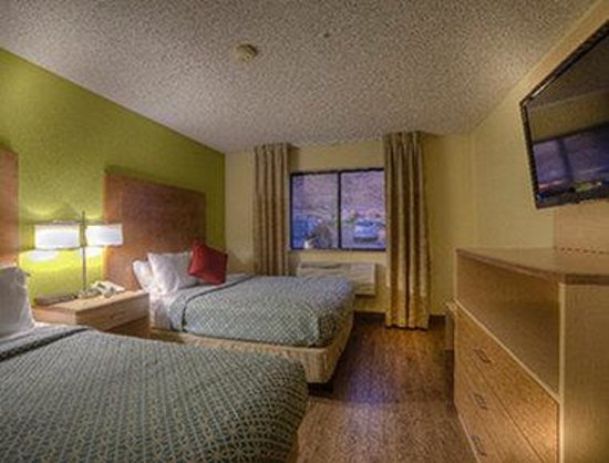 Super 8 Moab: 2 Queen Bed Room