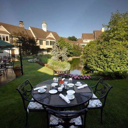 The Orchards Hotel: Courtyard Dining