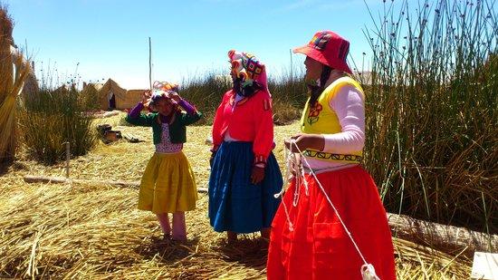 Uros Floating Islands: ウロス島の女性
