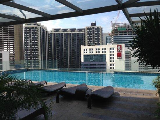 Fraser Place Kuala Lumpur : Swimming Pool on 18th Floor