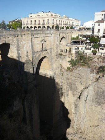 Parador de Ronda: ヌオーヴォ橋とパラドールロンダ