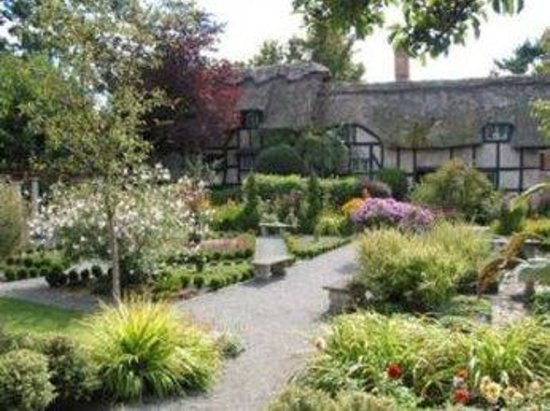 English Inn: anne hathaway's conference center