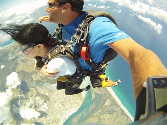 Skydive Byron Bay: 10,000 ft mid-week tandem sky-dive! At Skydive the Beach and Beyond Ballina