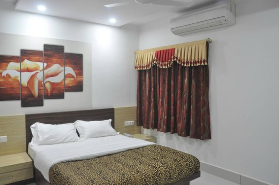 Vinayak Villa, Luxury Service Apartments : Ex 201 on First floor at Vinayak Villa, With big (BIG) sitout at Vinayak Villa, Bhopal.