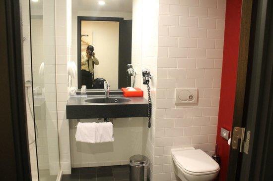 Park Inn by Radisson Brussels Midi: Clean bathroom