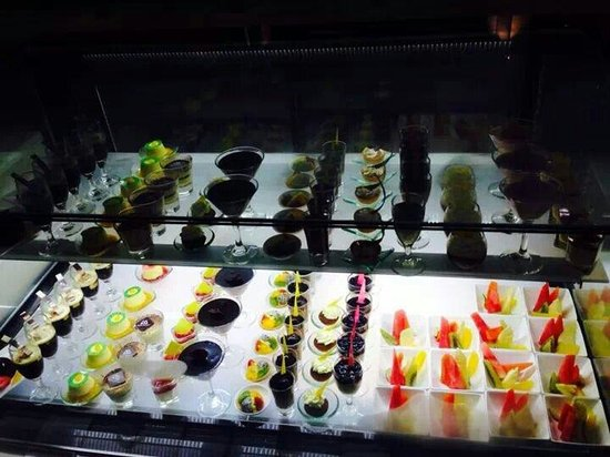 The Cafe: Mini cakes...great choco mousse