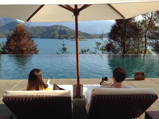 The Lalu Sun Moon Lake : Enjoying the view