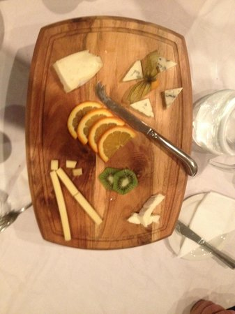 Hotel Terminus Mont-Blanc : Cheese board for 10