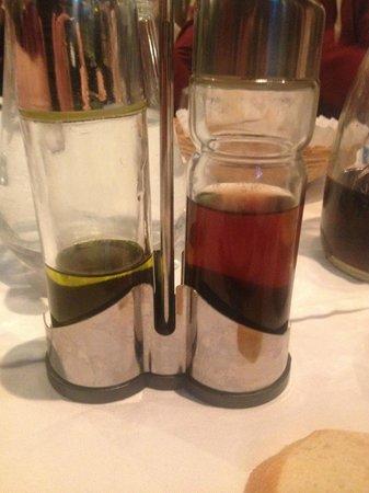 Hotel Terminus Mont-Blanc : Oil and not balsamic vinegar