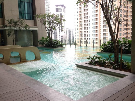 GTower Hotel : Swimming Pool on 11th Floor