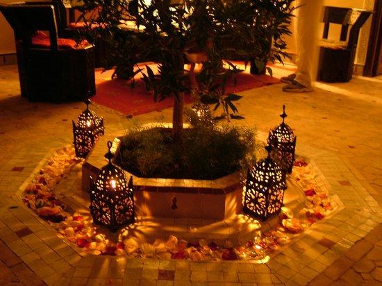 Marhbabikoum : patio de nuit
