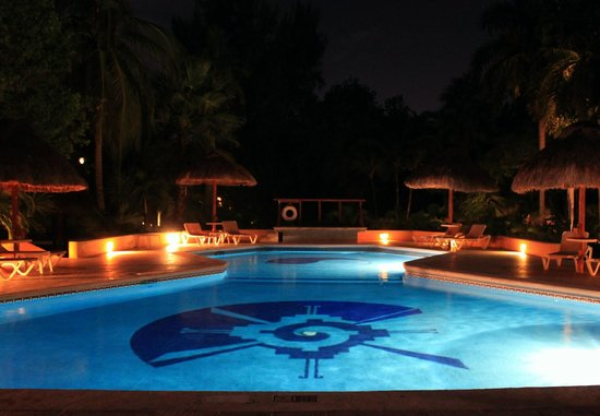 Mahekal Beach Resort: Pool an der Bar