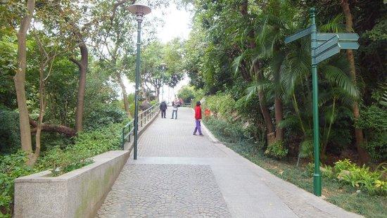 Pousada de Mong-Ha: モンハの丘公園
