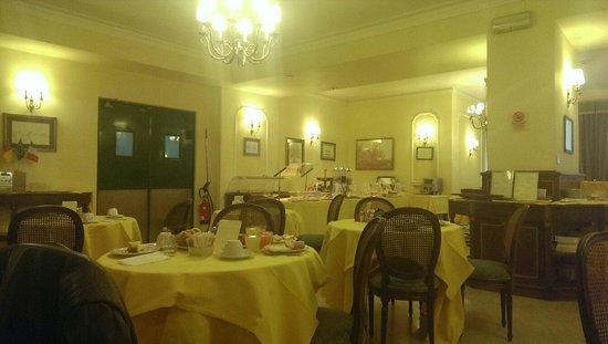 Hotel Napoleon: Breakfast room