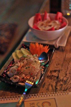 Cloud 9 restaurant: Som Tam + Youghurt with muesli and fruit