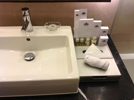 Country Inn & Suites by Carlson - Gurgaon, Udyog Vihar : Like Soldiers everything properly arranged