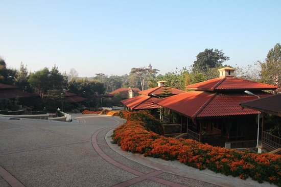 Hotel Pyin Oo Lwin: From the balcony of the bungalow