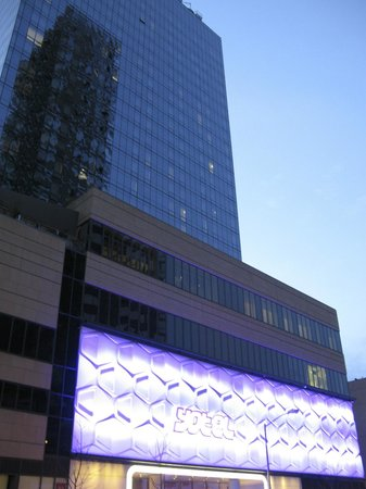YOTEL New York: Hotel from the road