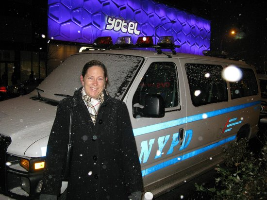 YOTEL New York: Snow in front of the hotel