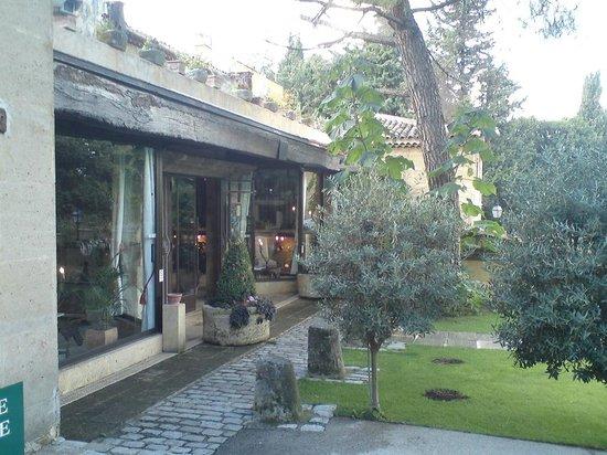 Le Mas d'Entremont: Entreé du restaurant