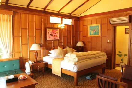 Hotel Pyin Oo Lwin: The bungalow's bedroom