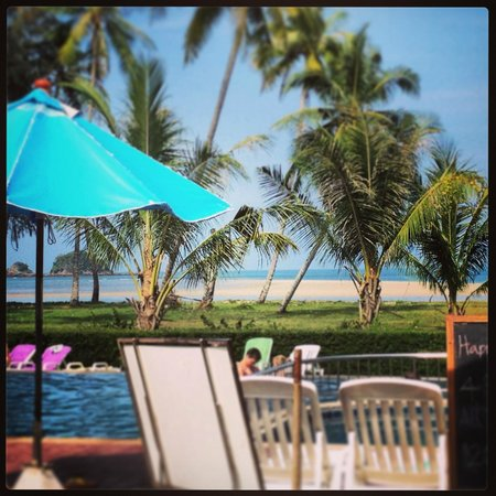 Lanta Pura Beach Resort: Pool Area