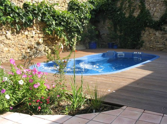 Mailhac, Prancis: Pool in secluded garden