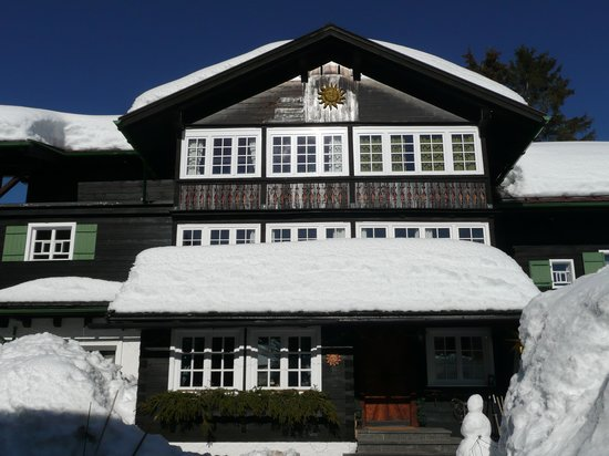 Hotel Der Sonnenberg: The front of the hotel