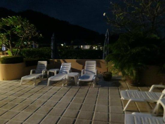 Pacific Club Resort : poolområdet kvällstid