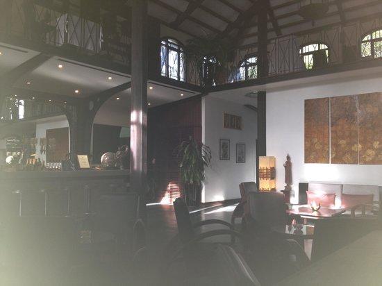 Heritage Suites Hotel : Lobby et restaurant