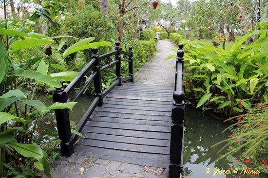 Nam Long: Jardines del restaurante